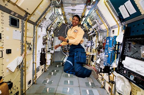 Mae_Jemison_in_Space
